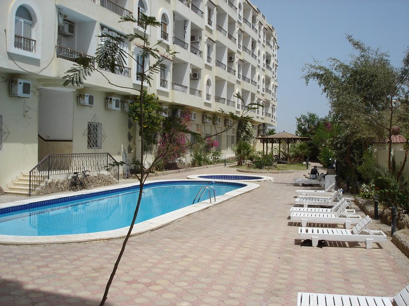 Hurghada Village - 1 Bedroom - Close to all amenities and beaches., holiday rental in Makadi Bay