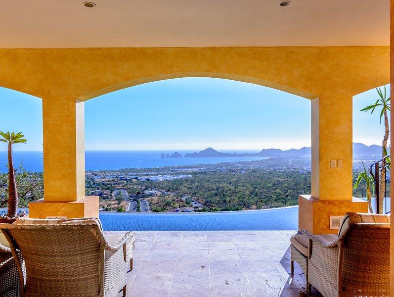14 plazas en 7 Suites en esta gama alta casa 8,500sf con las mejores vistas en Cabo con seguridad