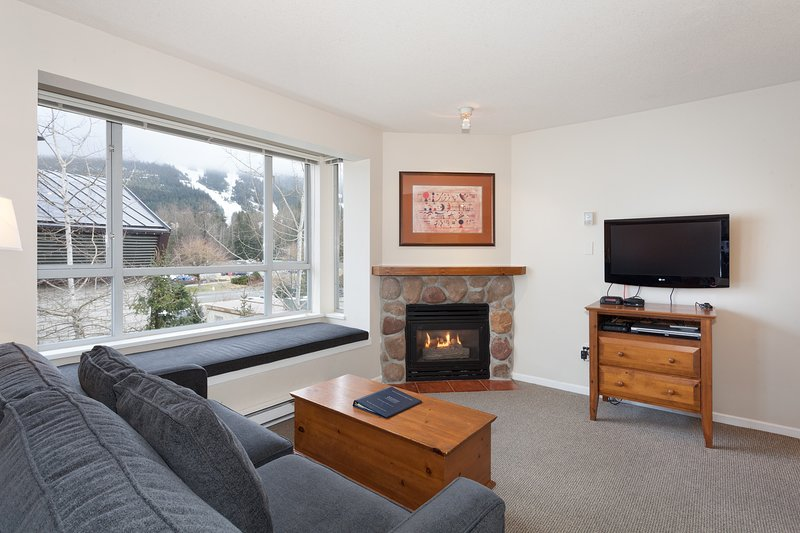 Eagle Lodge Studio. Great Village Location. Mountain Views! Chalet in Whistler