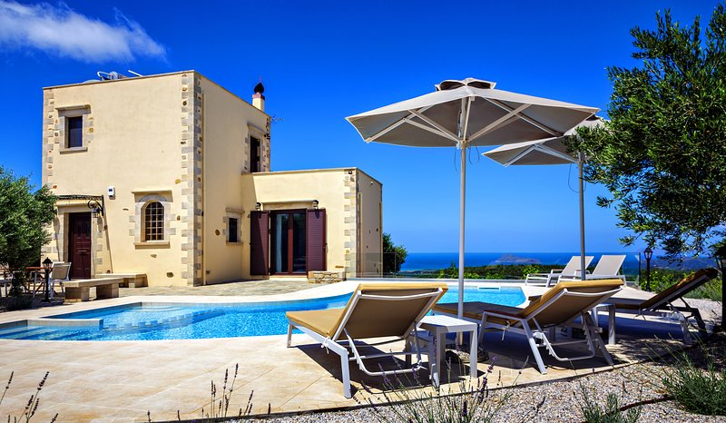 Stone Villa★Sea View★Heated Private Pool★2bedrooms and 5 sleeps, holiday rental in Kontomari