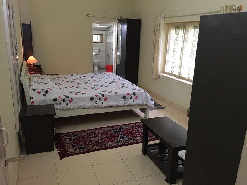 Free Homestay - Sleeps of 15, holiday rental in Kushalnagar