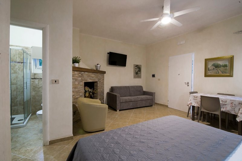 'ANGELA' FAMILY SUITE 2-3-4- PERSONE, vacation rental in Brindisi