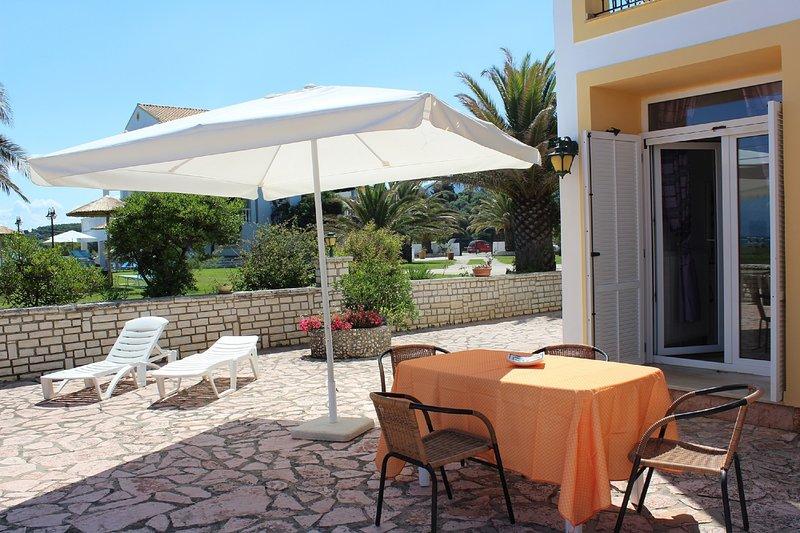Villa Pacifica in front of the beach in the north of Corfu island, location de vacances à Roda