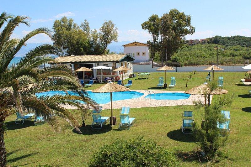 Villa  Serena in front of the beach in the north of Corfu island, location de vacances à Roda