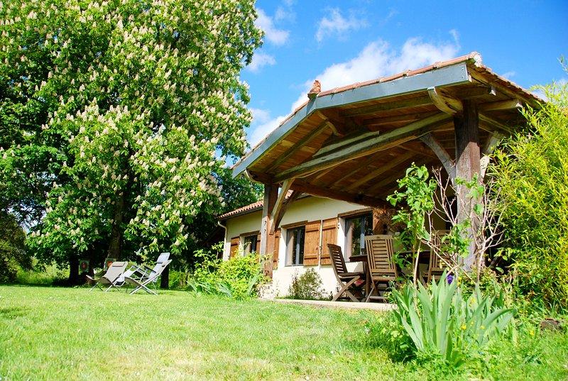 Petit Pardeillan - Gîte nature 6 personnes avec piscine et étang, holiday rental in Montreal-du-Gers