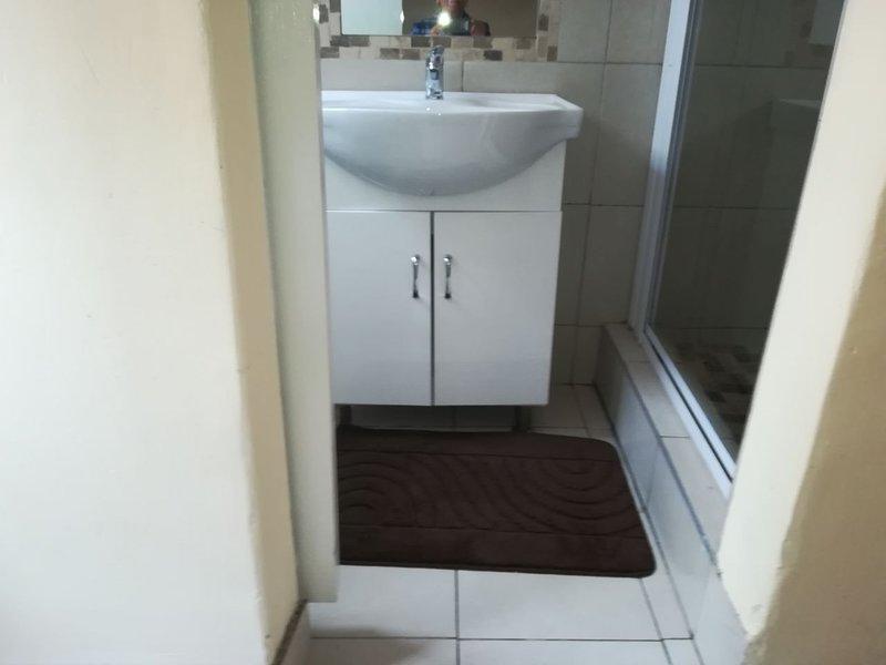Spacious 6 Sleeper in Durban, vacation rental in Umdloti