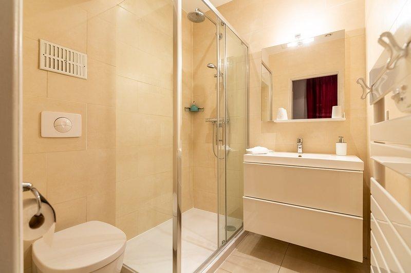 La ducha en el cuarto de baño