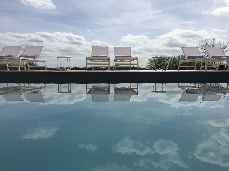 Chez Henri B&B, vacation rental in Saint-Etienne-De-Lisse