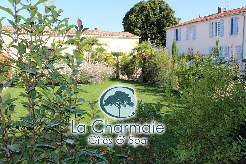 Gîtes La Charmaie L'Albizia - 6 personnes, vacation rental in La Jarrie
