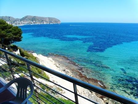 desdde terrass med utsikt över havet där du kan begrunda den underbara Medelhavet och dess vackra vyer