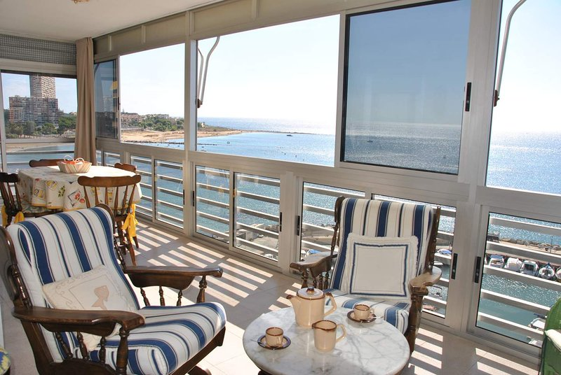 Absolute Beachfront, holiday rental in Alicante