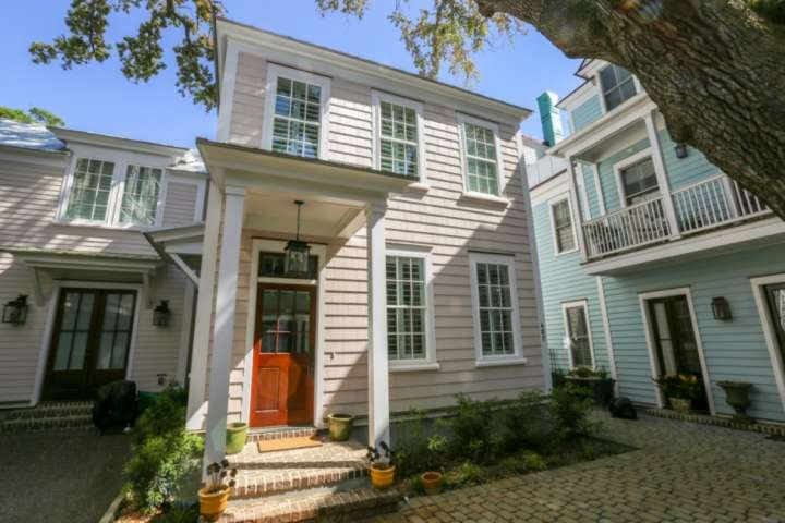 Rose Wilder is walking distance to the many restaurants & shops in Shem Creek and the Old Village.