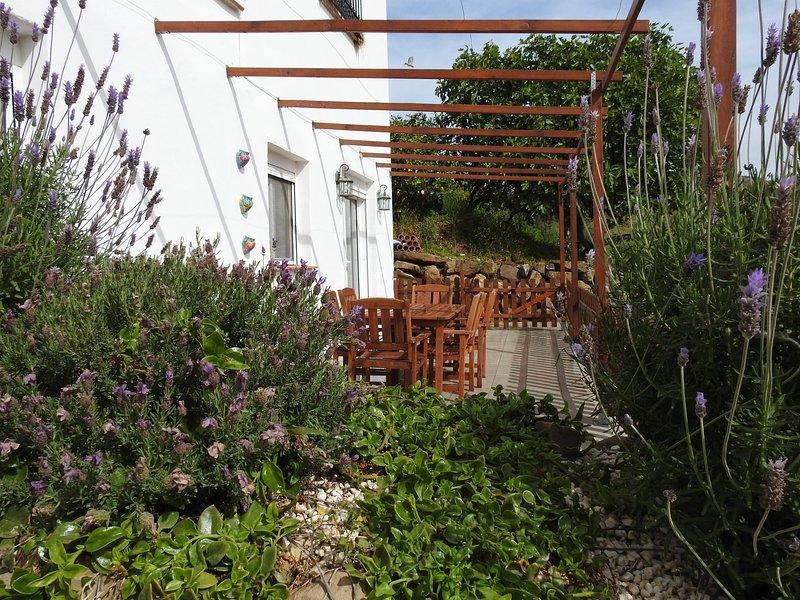 Casita Jacaranda 2 Bedroom with Swimming Pool, vacation rental in Casarabonela