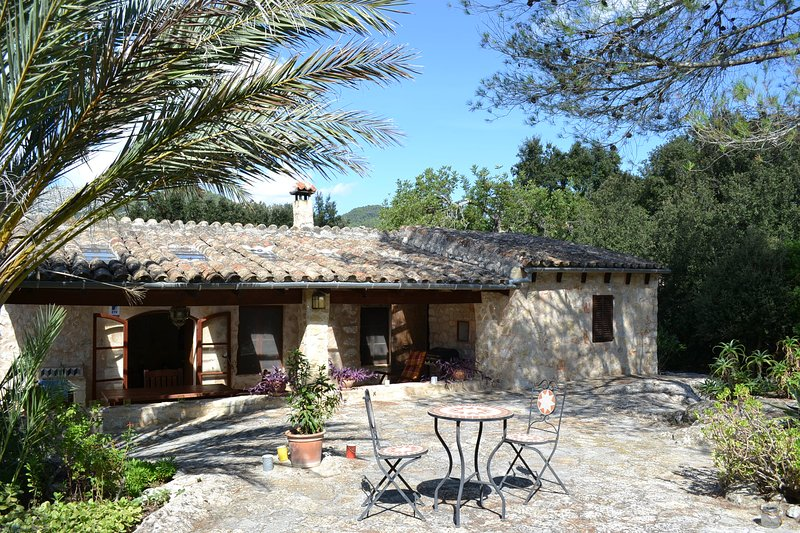 Secluded villa with private pool and extensive garden near Campanet, Mallorca – semesterbostad i Campanet