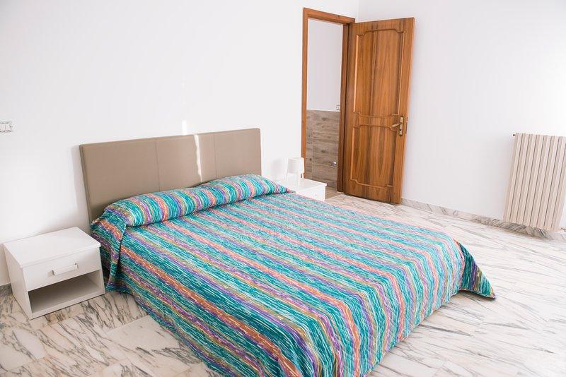 Thomas' home-mini appartamento A, holiday rental in Comiso