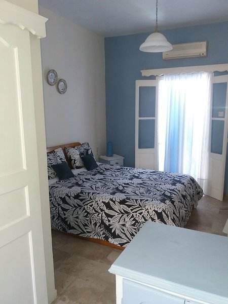 Nice double studio on the high floor with private balcony with garden and trees view.