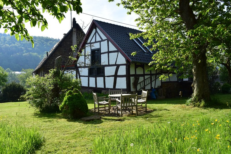FeWo 'Gartenblick' Landhaus am Aremberg Eifel, holiday rental in Wimbach