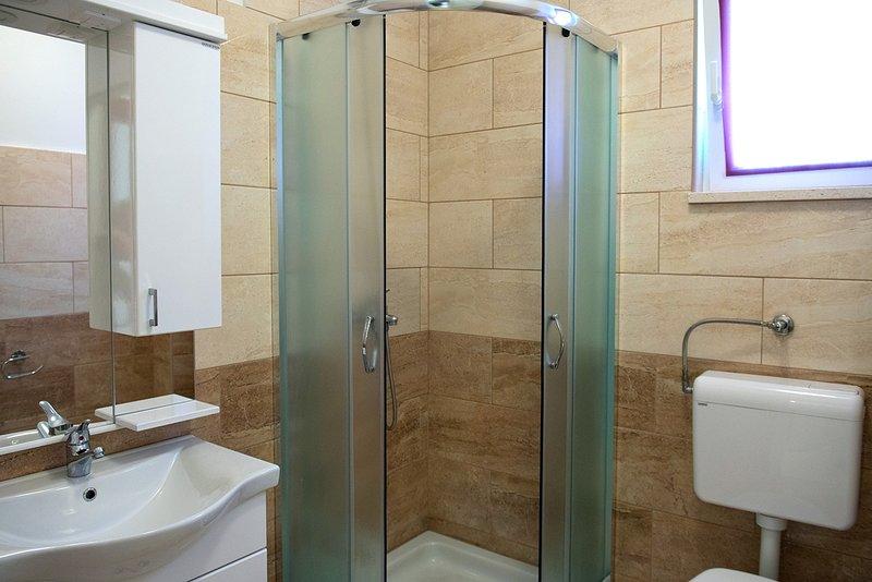 SA4 (2 + 1): bagno con wc