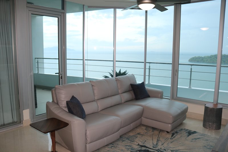 19D Gorgeous 2-Bedroom Condo with Breathtaking Ocean View, aluguéis de temporada em Isla Taboga