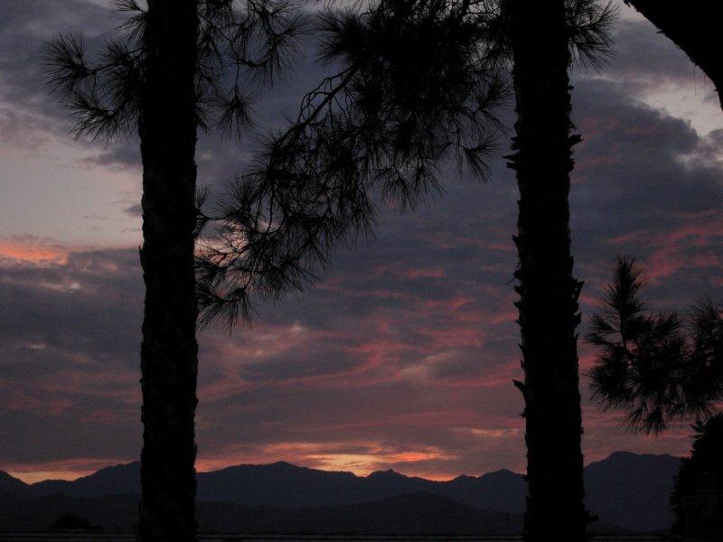 Efter en stor kväll på uteplatsen. Titta till bergen.