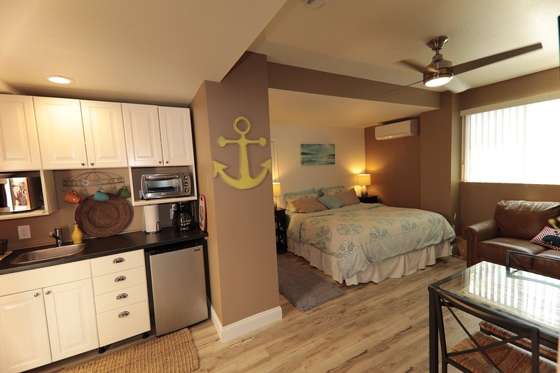 A, NEWLY REMODELED Spacious Luxury Studio, perfect Get-Away, KING BED, holiday rental in San Diego