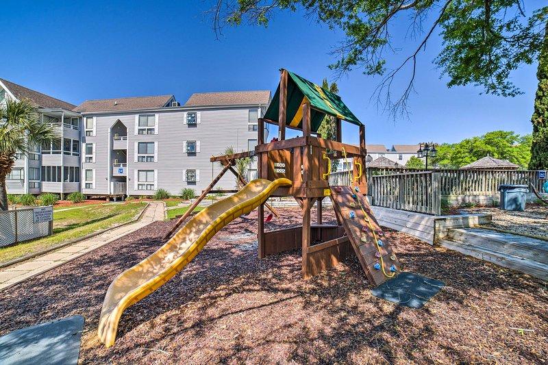 Lasciate che i vostri bambini si divertono nel parco giochi.