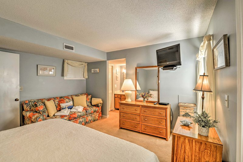Both bedrooms feature flat-screen cable TVs.