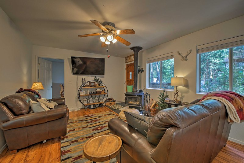 The mountains await at this Crestline vacation rental cabin!