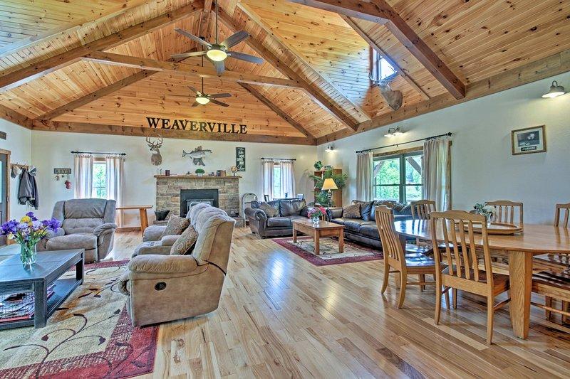 Questa casa per le vacanze a Taylorsville è perfetto per la vostra prossima famiglia