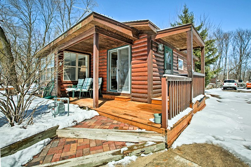 Fort Atkinson Cottage w/Deck at Lake Koshkonong!, holiday rental in Janesville