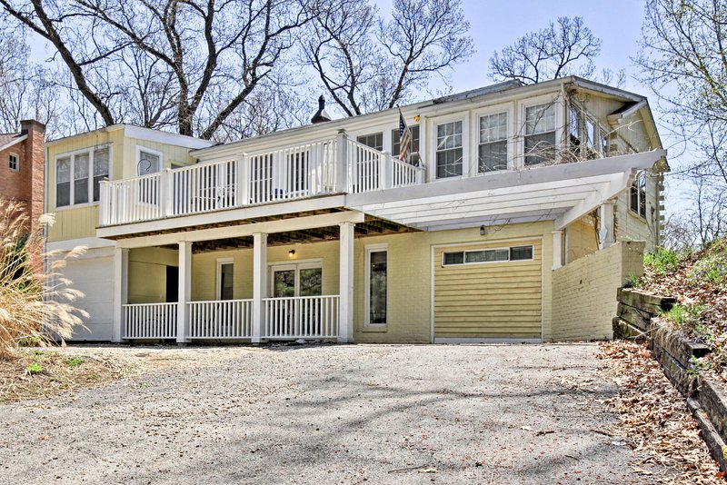 Enjoy a family vacation by the lake at this charming home!