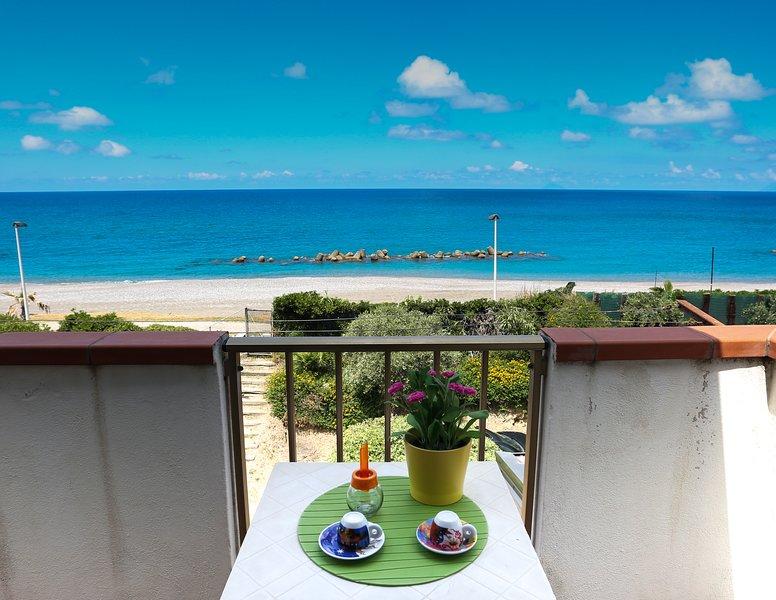 Sapore di mare -direttamente sul mare, vacation rental in Capo d'Orlando