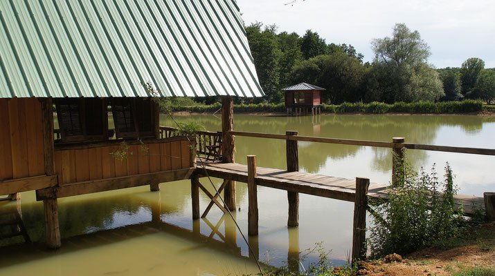 Lodge sur l'eau tikal nature, holiday rental in Bergerac City
