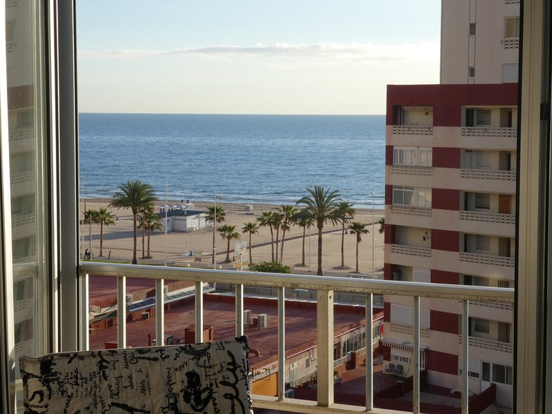 Vistas a la playa, muy fresco, parking, piscina, wifi, alquiler de vacaciones en Playa de Gandía