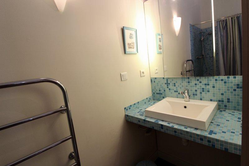 En-suite con doccia per la seconda camera da letto