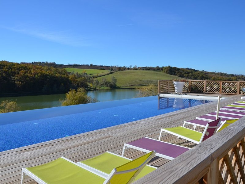 heated infinity pool (April to October depending on weather)