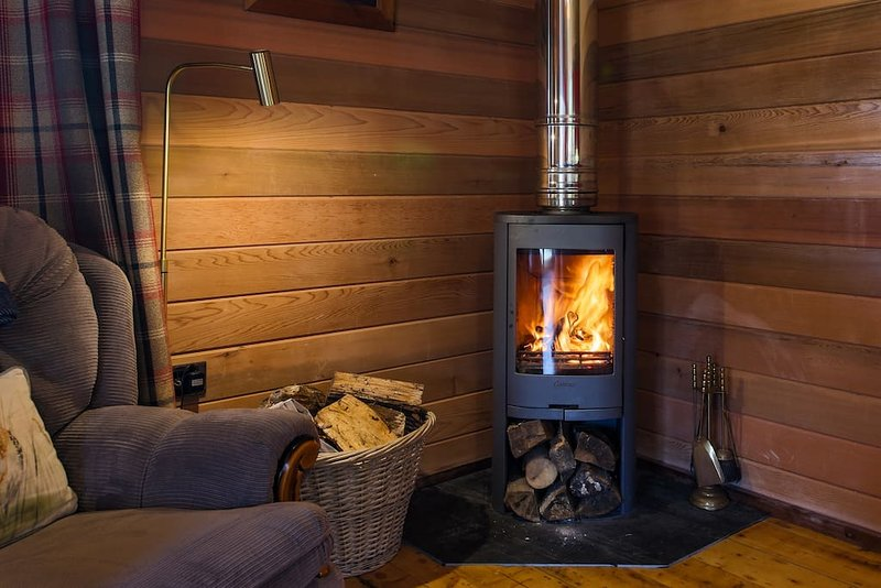 RIVERSIDE CABIN | LOG BURNER | CAMEL TRAIL | RURAL | ASK FOR DISCOUNT 3 NIGHTS +, casa vacanza a Washaway