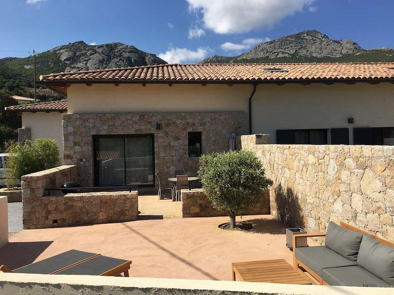 Calvi, Maison à 1 km de la plage avec 2 chambres, terrasse détente ensoleillée, aluguéis de temporada em Córsega