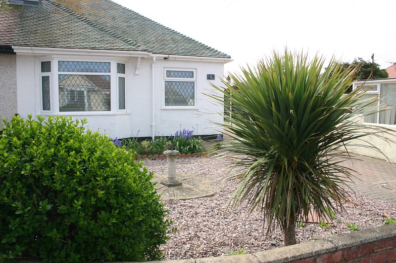 Beach Links 2 bedroom bungalow in Prestatyn North Wales 3 mins from golden beach, vacation rental in Kinmel Bay