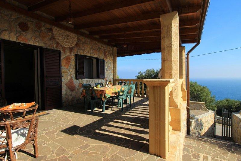 Foresta Forte casa in pietra vicino al Ciolo, holiday rental in Castrignano del Capo