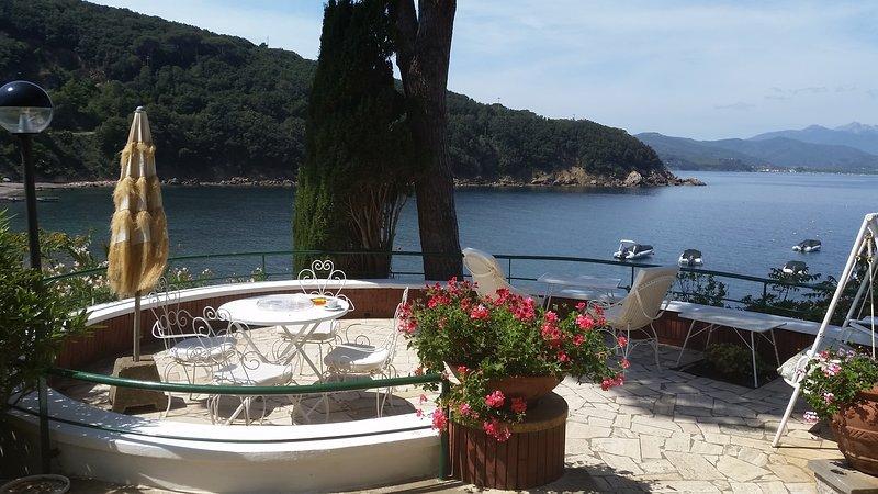 Villa Lia  direttamente sulla Spiaggia, vacation rental in Rio Nell'Elba