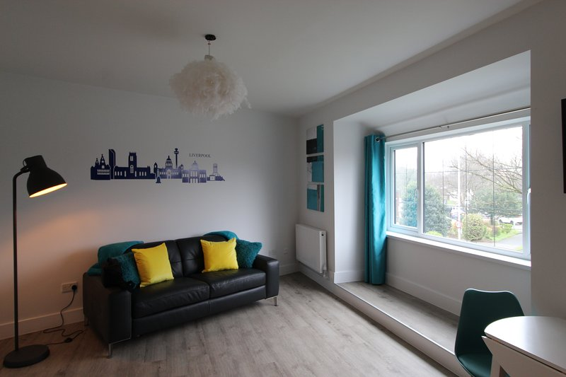 Beautiful two bedroom property recently renovated throughout (Flat 2), holiday rental in Hale