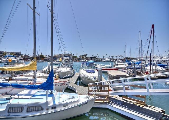 Barcos en el puerto de Newport