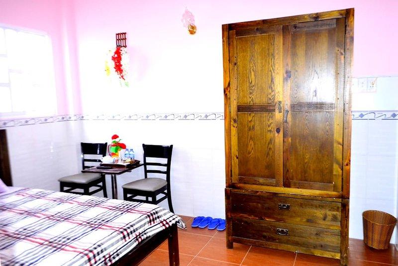 Ba Dat Homestay (Bedroom 2), vacation rental in Tan An