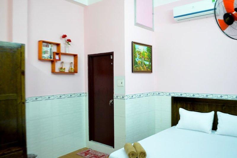 Ba Dat Homestay (Bedroom 6), vacation rental in Tan An