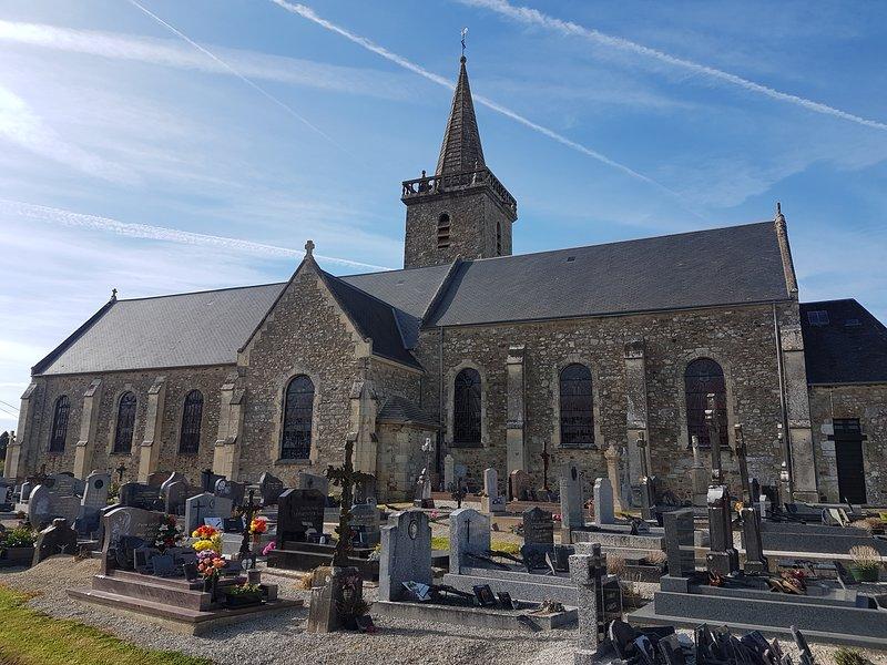 église Varenguebec - 400 m de la propriété.