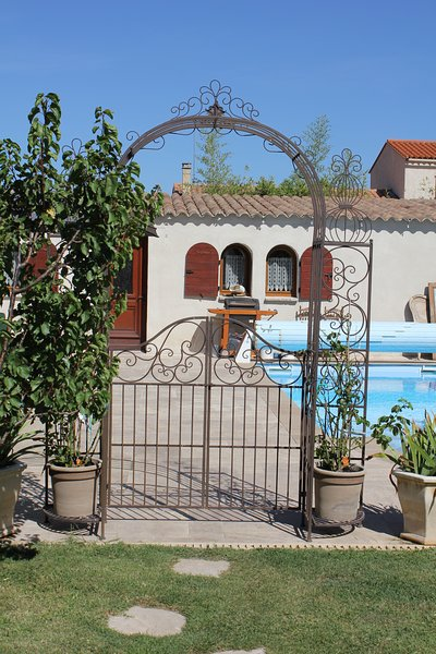Amazing villa with swimming-pool, holiday rental in Canohes