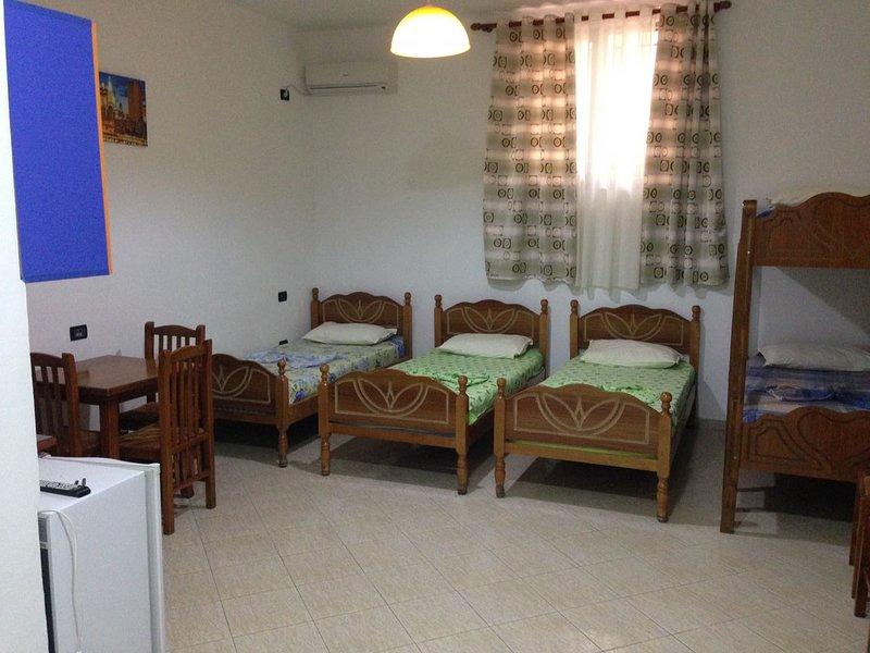 Lekdushi / bedroom #4, location de vacances à Golem