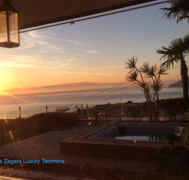 Particolare esterno Villa LuxuryTaormina - jacuzzi privata vista mare meraviglioso