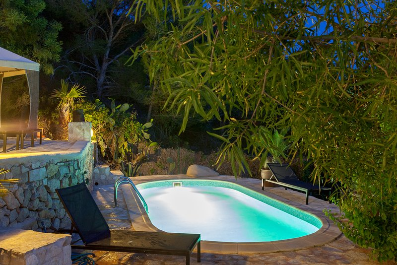 Catalunya Casas: Villa Salinas just 1km to Ibiza's magical beaches!, holiday rental in Es Codolar